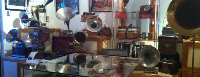 Musée De La Musique Mécanique is one of Posti che sono piaciuti a Helen.