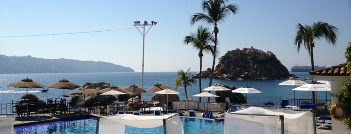 Mahalo Beach Club is one of ACAPULCO.
