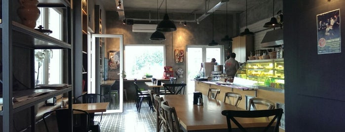 Fanfan Cafe is one of สถานที่ที่ Z. Göksel ถูกใจ.