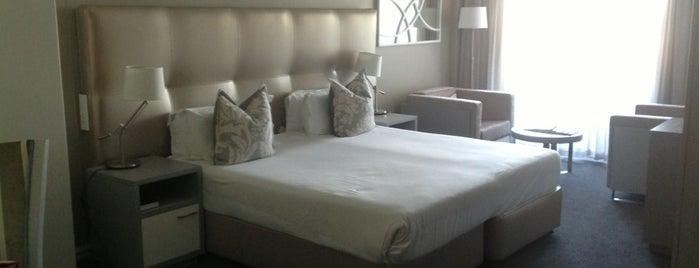 Lagoon Beach Hotel is one of Nouf: сохраненные места.