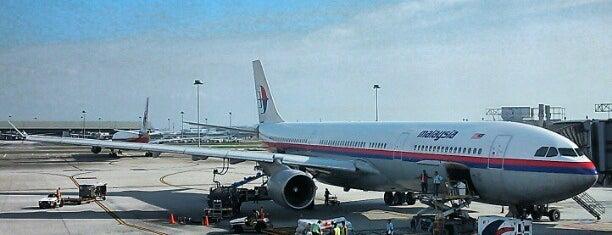 Aeropuerto Internacional de Kuala Lumpur (KUL) is one of Airports I've been.