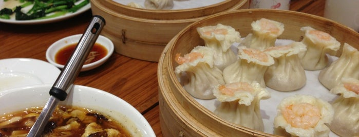 Din Tai Fung 鼎泰豐 is one of Singapore.