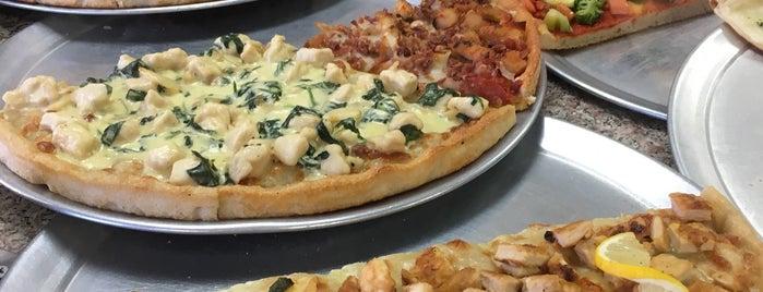 Rosebank Pizza is one of สถานที่ที่ EM ถูกใจ.