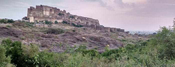 Rao Jodha Desert Rock Park is one of Lugares favoritos de Dave.