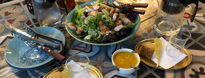 Hamoon Hamishegi Café | کافه همون همیشگی is one of V.Nさんのお気に入りスポット.