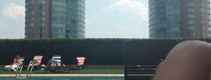 Pool at 77 Hudson is one of สถานที่ที่ David ถูกใจ.