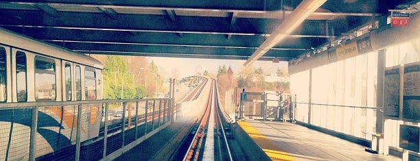 Sperling/Burnaby Lake SkyTrain Station is one of Locais curtidos por Joziel.