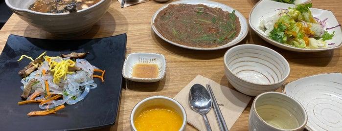 다람쥐마을 묵집 is one of Korean food.