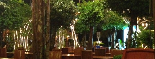 Tropica Restaurant is one of Lugares favoritos de Chuck.