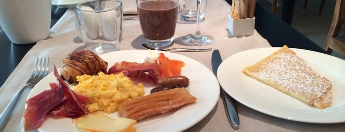 Café Veranda is one of Barcelona's Brunches (TimeOut).