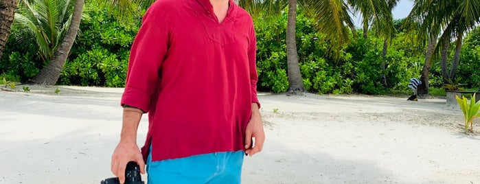 Canareef Resort Maldives is one of Lugares favoritos de Eser Ozan.