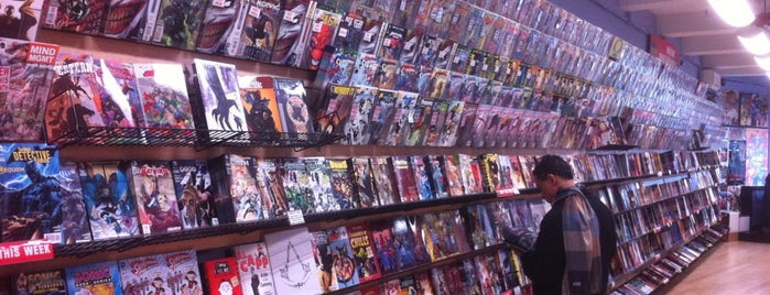 Midtown Comics is one of Lugares favoritos de アンソニー・マーセル.