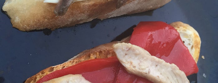 Vinoteca Ribadavia is one of Restaurantes e outros sitios onde se come ben.