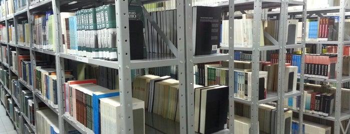 Biblioteca da Universidade Estácio de Sá is one of Books everywhere I..