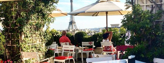 Hôtel Raphaël is one of Paris Bars.