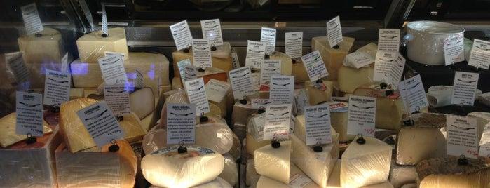 Benton Brothers Fine Cheese is one of E'nin Kaydettiği Mekanlar.