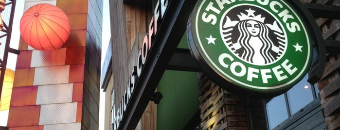 Starbucks is one of Lieux qui ont plu à Johnny.