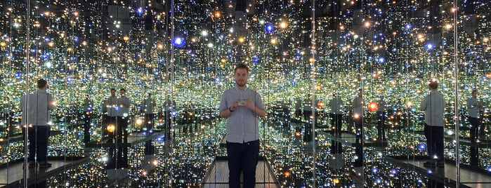 Yayoi Kusama's Infinity Mirrored Room at The Broad is one of Lieux qui ont plu à Irina.