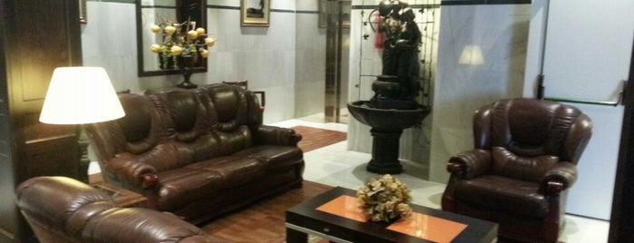 Hotel Las Acacias is one of Donde Comer en Puente Genil.
