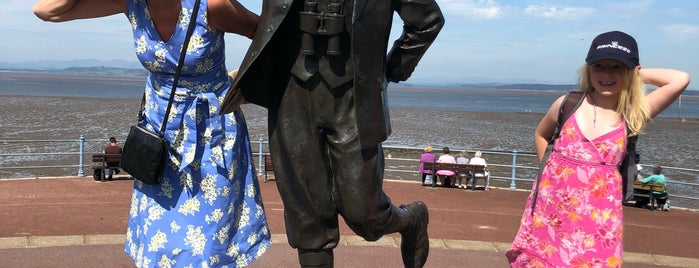 Eric Morecambe Statue is one of Lugares favoritos de Carl.
