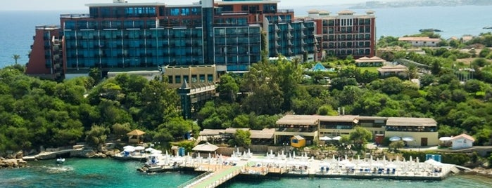 Merit Crystal Cove Hotel & Casino is one of Lugares favoritos de Şahin.