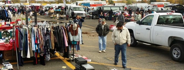 Tacony Palmyra Flea Market is one of OUT OF TTTTOWN.
