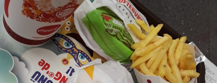 Burger King is one of Nur Elif Şen  さんのお気に入りスポット.