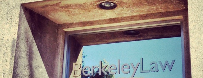 UC Berkeley School of Law is one of สถานที่ที่ David ถูกใจ.