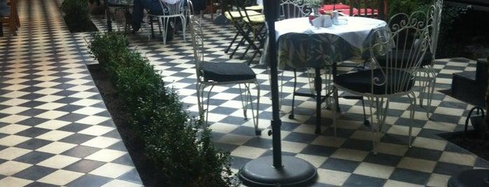 Café de La Candelaria is one of santiago, chile.