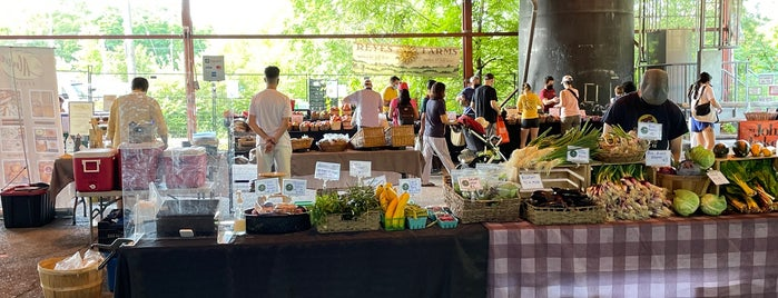 Evergreen Brick Works Farmers Market is one of Canadá.