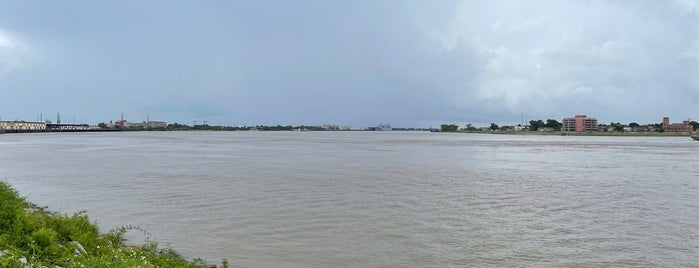 Banks of the Mississippi is one of สถานที่ที่ Michael ถูกใจ.
