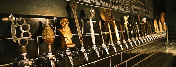 Rule Taproom is one of Locais curtidos por Egor.