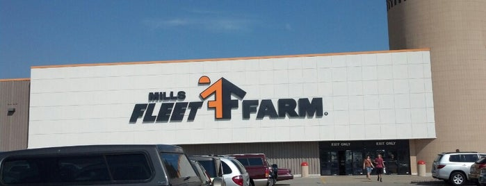Mills Fleet Farm is one of Paulina's Liked Places.