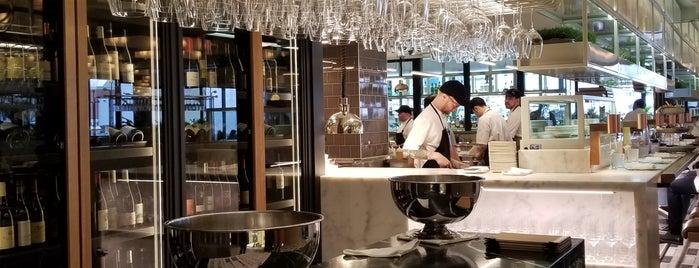 MARCUS Restaurant + Lounge is one of Lisa'nın Beğendiği Mekanlar.