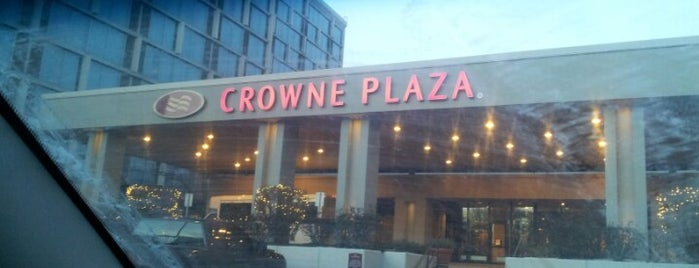 Crowne Plaza Chicago O'Hare Hotel & Conference Center is one of Lieux qui ont plu à Josh.
