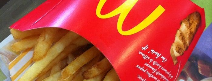 McDonald's is one of Lieux qui ont plu à Carlos.