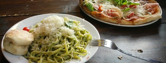 Pizza Vira is one of Favoriten.