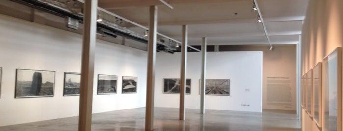 DOX Centre for Contemporary Art is one of Locais curtidos por Emilliano.