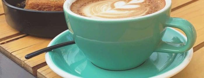 PALM Coffee  (قهوة النَخلْ ) is one of สถานที่ที่ Rema ถูกใจ.