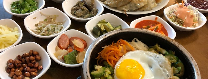 Cho Ga Jip is one of Tchainas e coreanos.