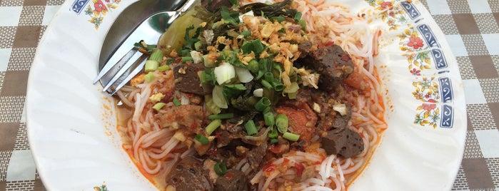 ขนมจีน (ป้าไร) ดอกเอื้อง is one of เชียงใหม่_5_noodle.