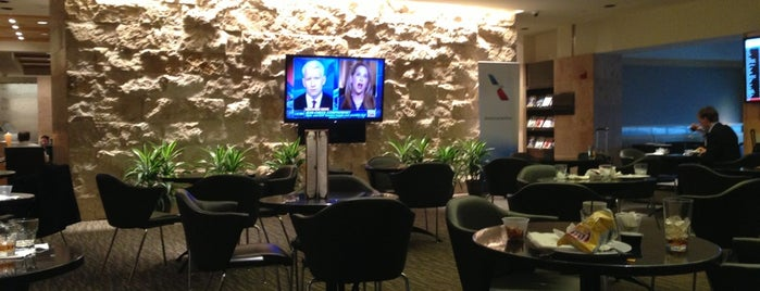 American Airlines Admirals Club is one of Admirals Clubs/Airport Lounges I've Been To.