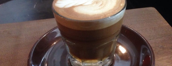 Dark Horse Espresso Bar is one of Tempat yang Disukai Juliana.