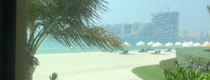 Beach Bar and Grill @ the Royal Mirage is one of The Dog's Bollocks' Dubai.