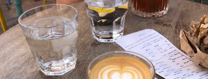 Cogito Coffee Shop is one of Croacia.