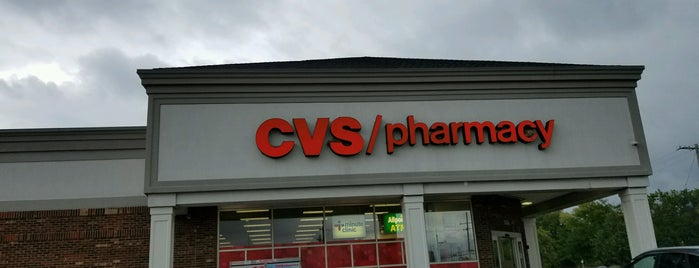 CVS pharmacy is one of Lugares favoritos de Mike.