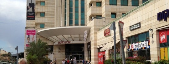 Rehovot Mall is one of Posti che sono piaciuti a Irina.