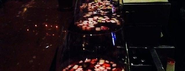 Cheval Bar & Restaurant is one of Posti che sono piaciuti a Dev.