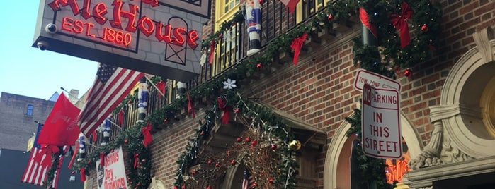 McGillin's Olde Ale House is one of Lissaさんのお気に入りスポット.
