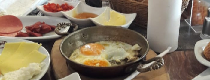 Florya Cafe & Restaurant is one of Tempat yang Disukai Cigdem.